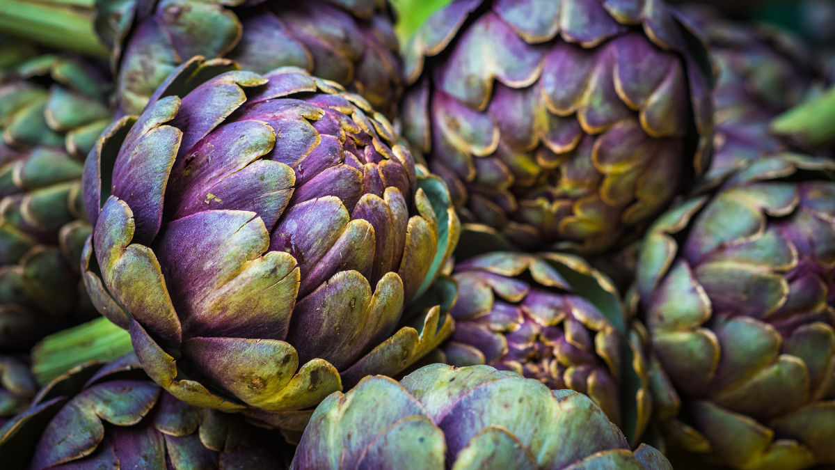 Artichokes piled up